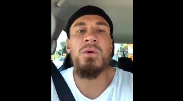 بالفيديو  ..  لاعب نيوزلندي مسلم يبكي بحرقة بعد الهجوم الارهابي على مسجدين في موطنه