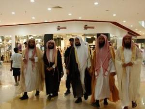 عضو في الشرطة الدينية يعتدي على بريطاني في الرياض