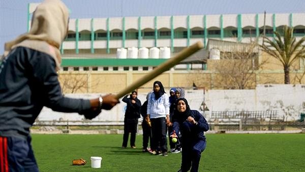 بالفيديو ..   فلسطينيات يكسرن المألوف ويحترفن البيسبول