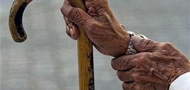نقل مُسن تخلى عنه أبناؤه لدار رعاية في عمان