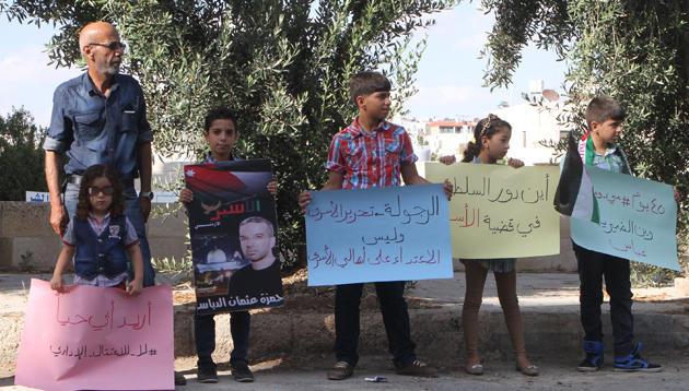 الأسير حماد يوقف إضرابه.. والدباس يواصل تضامنه مع المعتقلين الإداريين بسجون الاحتلال