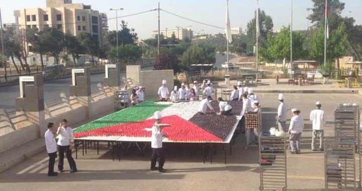 بالصور .. علم الأردن من 15 ألف قطعة حلوى