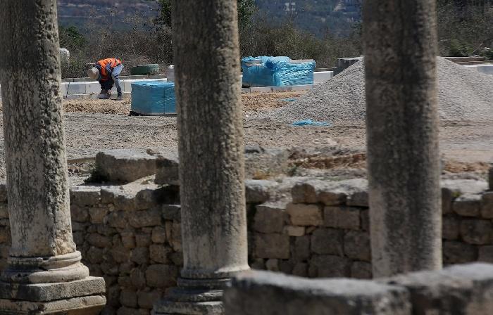 قوات الاحتلال قامت بتدمير مشروع تأهيل ساحة الموقع الأثري بنابلس