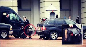 """بالصور .. تعرف على الحقيبة النووية السوداء في يد""""بوتين"""""""