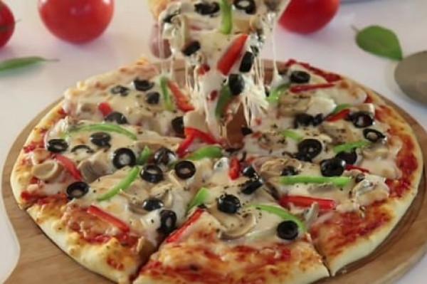 طريقة تحضير عجينة البيتزا السهلة في عشر دقائق