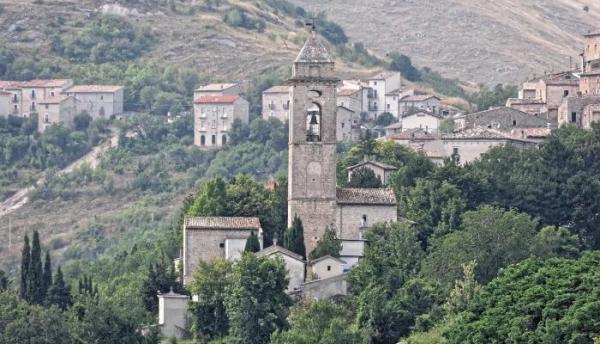 لمن هم دون الـ40 عاما  ..  فرصة لن تتكرر بأجمل قرى إيطاليا
