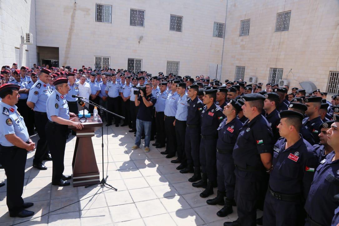 الحمود يزور مديرية شرطة شرق عمان ويحث العاملين على الاستمرار في تقديم الخدمة الفضلى للمواطنين