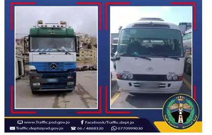 ضبط سائق شاحنة وسائق باص يقومان  بالقيادة بطريقة متهورة على الطريق الصحراوي