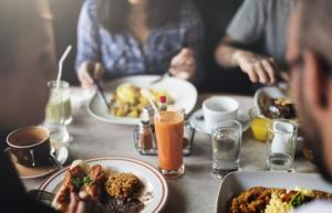 حفاظاً على صحتك بعد رمضان.. ما هو الوقت المثالي لتناول الطعام؟