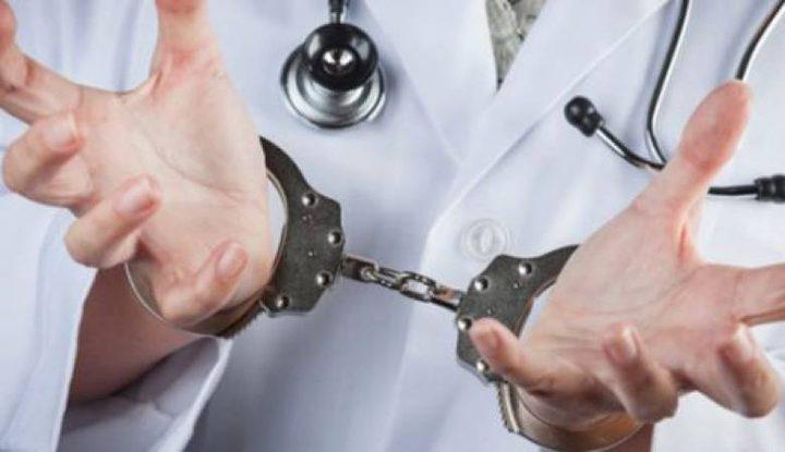 نقابة الأطباء توقع منتحلين للمهنة على تعهدات