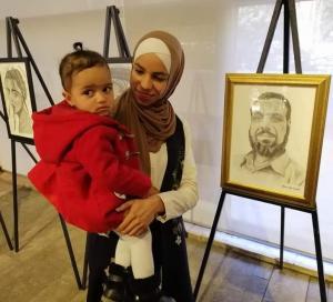 أستاذةُ الفن .. الفنانة التشكيلية: رُبى أبو عبيد