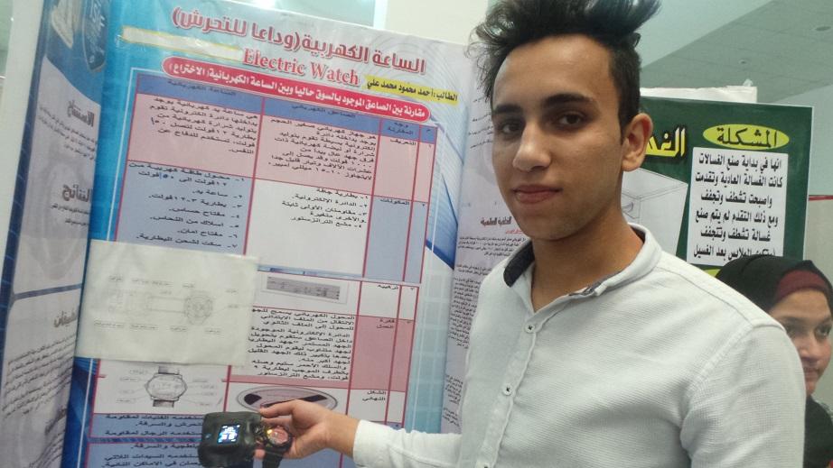 بالفيديو و الصور  ..  شاب مصري يخترع ساعة كهربائية لمواجهة التحرش