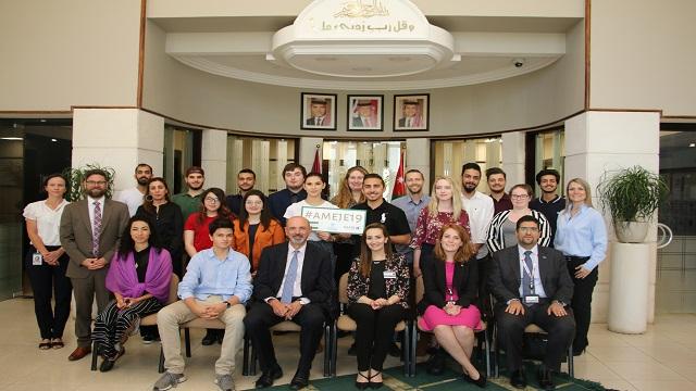"""السفير الاسترالي في عمان يختتم برنامج تبادل طلابي مشترك بين كانبرا الاسترالية و""""الشرق الأوسط"""""""