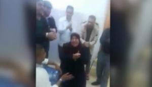 حفل تكریم موظفة یتسبب بفصل 10 موظفین في مستشفی حکومي ..  تفاصيل
