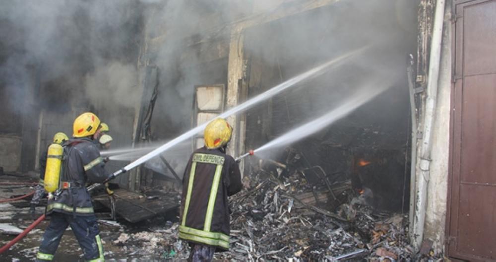"""وفاة سيدة """"تفحما"""" وإصابة ابنها بحروق خطيرة ورجل دفاع مدني بحريق منزل في مادبا"""
