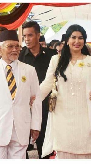 بالصور ..  حاكم كوالالمبور في ماليزيا يتزوج من لاجئة سورية ويعينها نائبةً له
