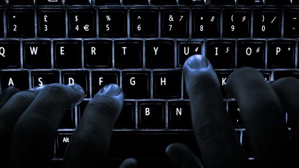 عصابة تخترق حساب رجل أعمال عبر رقم هاتفه
