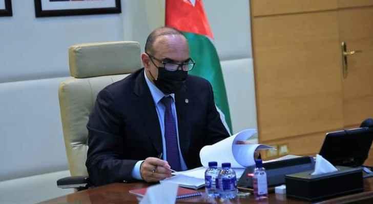 الخصاونة يوجه وزراء حكومته لتكثيف العمل الميداني والتواصل مع الأردنيين