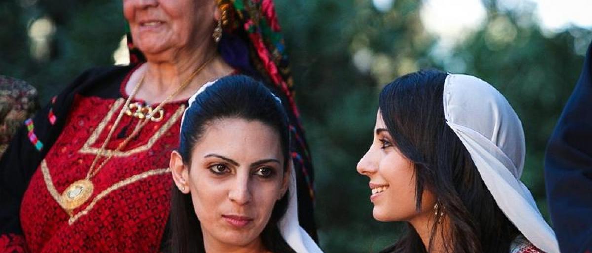 تورثها عبر الأجيال ..  تعرّف على أغرب عادات فلسطين