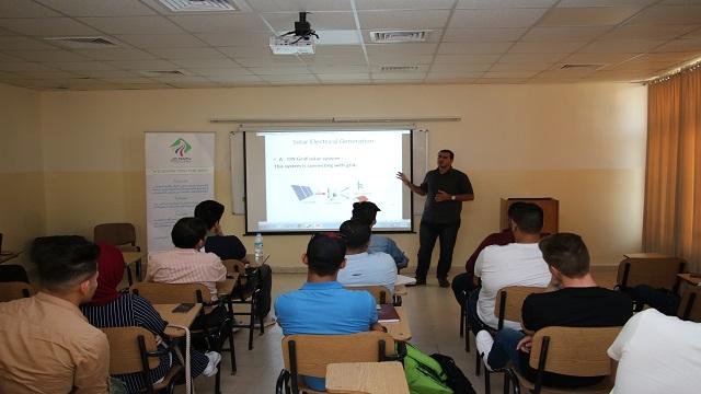"""هندسة """" الشرق الأوسط """" تعقد  ورشة لطلبة الطاقة المتجددة"""