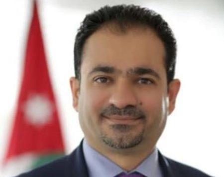 """عمر مشهور الجازي ..  خطى ثابتة على نهج """"قائد الكرامة"""" وثقة بالعمل في مهنة الدفاع عن الحق"""