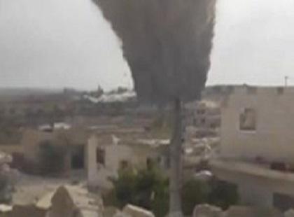"""بالفيديو.. تفجير ضخم يحول حاجزا للنظام السوري لـ""""ركام"""""""