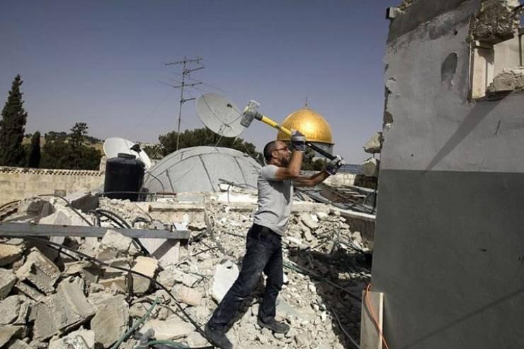 الاحتلال يجبر مقدسيين على هدم منشأتهم شمال القدس