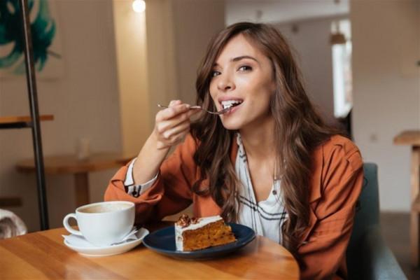 ضوابط لتناول الحلويات في رمضان دون زيادة في الوزن
