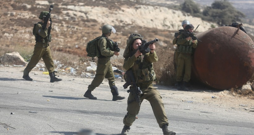 الاحتلال يقتحم منطقة الرأس الأحمر في الأغوار ويلاحق المزارعين