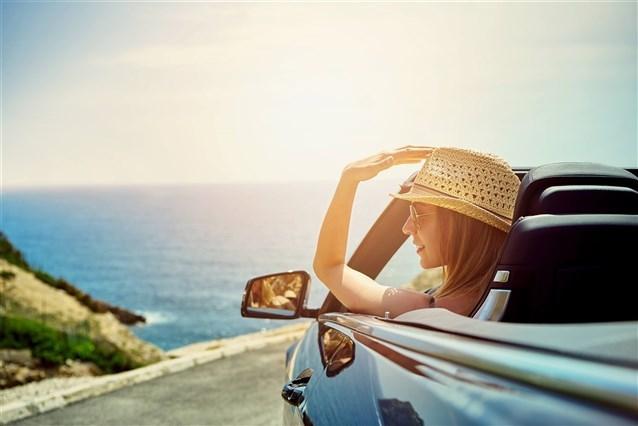 ماذا ينتظر العزباء بعد قيادتها للسيارة في الحلم؟