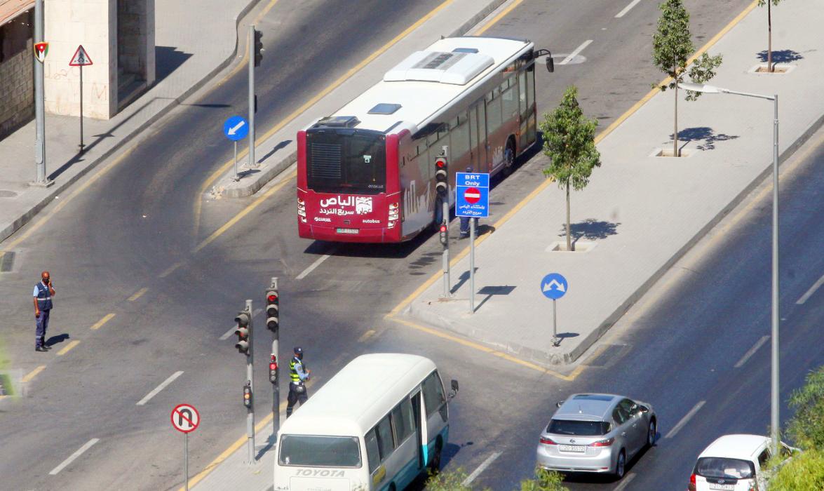 الباص السريع يقع في فخ أزمات عمان وعدم الالتزام