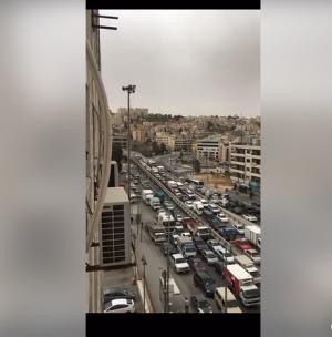 مصدر أمني يكشف لسرايا حقيقة فيديو أزمة سير صويلح اليوم ..  تفاصيل