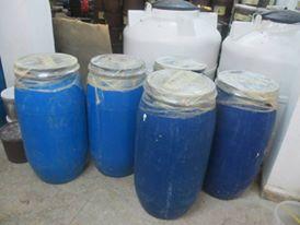 جنوب عمان : ضبط  24 طن مخللات فاسدة ..صور