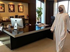 بالفيديو...محمد بن راشد يأمر بإزالة الأبواب عن مكاتب المدراء