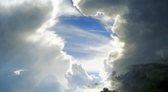السعودية: سماء غائمة وسحب ممطرة ورياح مثيرة للأتربة
