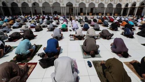 """""""التراويح"""" عربيا ..  عودة للمساجد بـ8 دول وغياب في 5"""