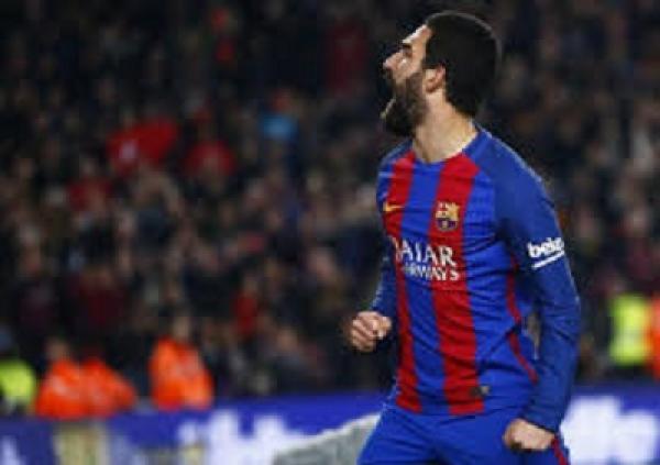 محكمة تركية تقضي بحبس توران لاعب برشلونة بسبب شجار في ملهى ليلي
