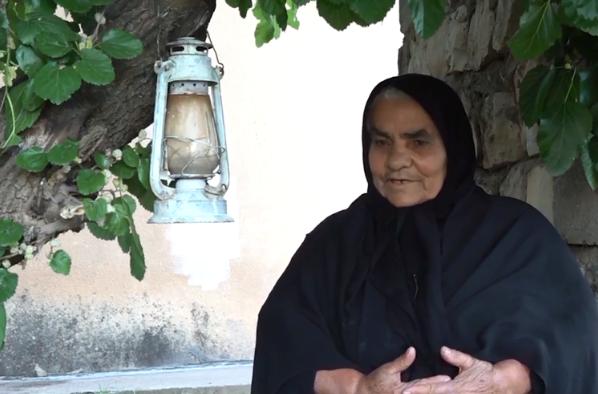 ما قصة الفانوس المعلق على شجرة في العراق منذ 22 عاماً؟