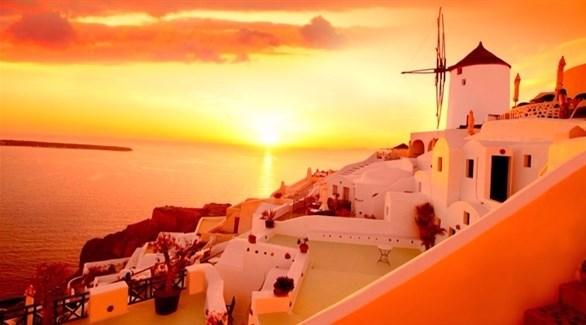 5 أسباب لزيارة جزيرة سانتوريني اليونانية الساحرة