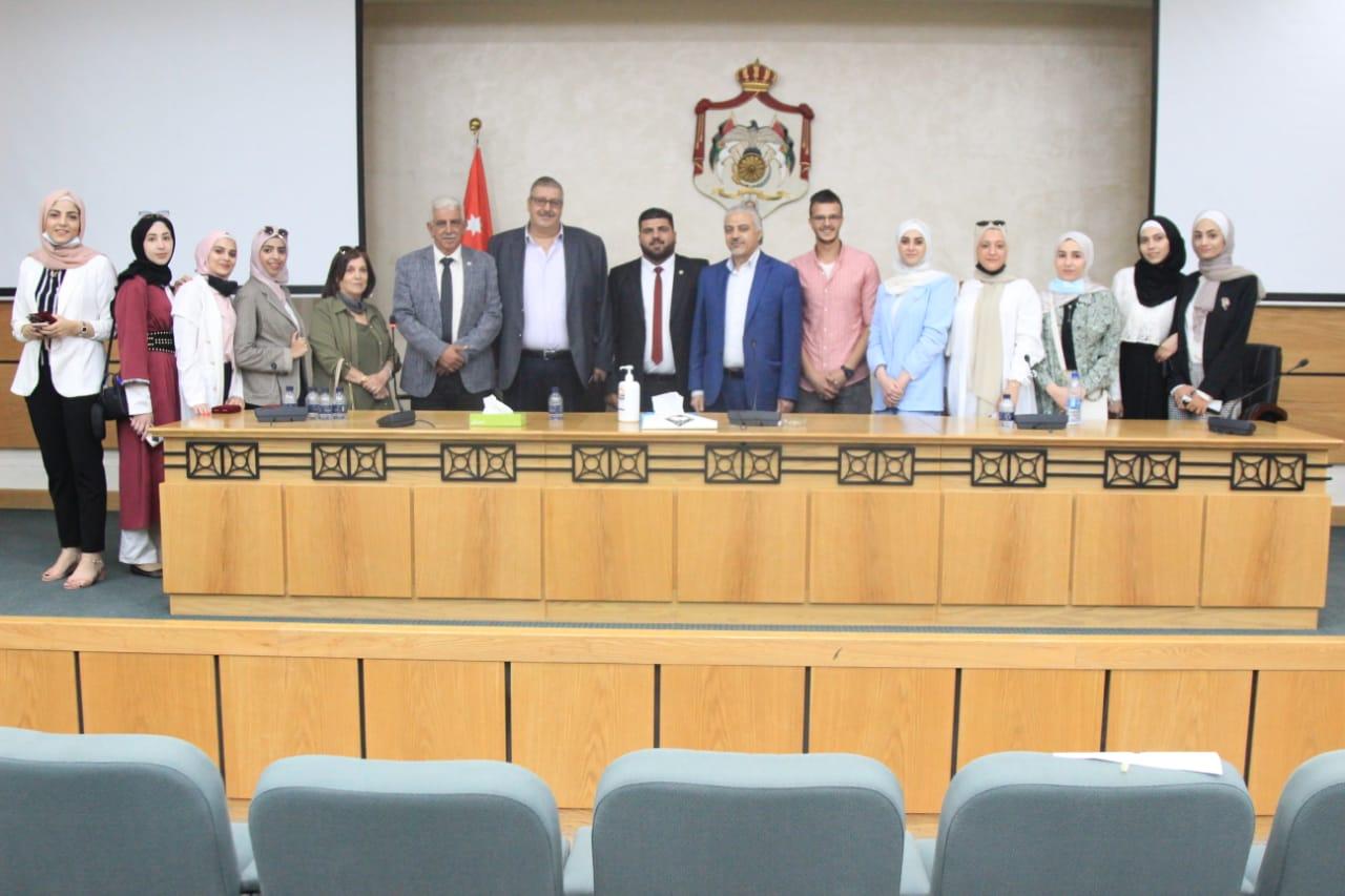 """فريق مناظرات جامعة الزيتونة الأردنية يشارك في لقاء """"الحريات النيابية """""""