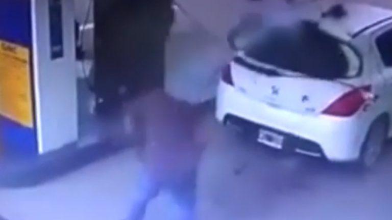 بالفيديو  :انفجار في محطة وقود يفضح مهرب مخدرات