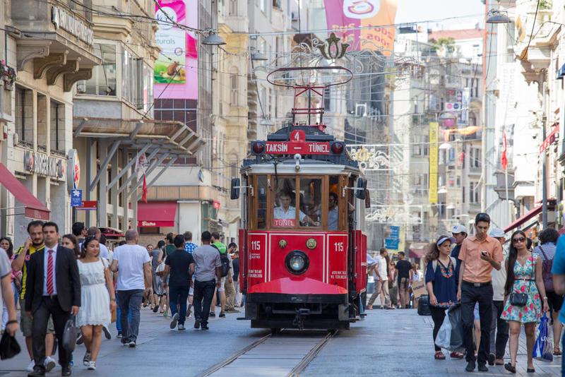 المسافرون العرب إلى اسطنبول وميلانو