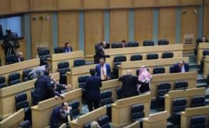 بالفيديو ..  مشادة كلامية بين النائبين الفناطسة والظهراوي ..