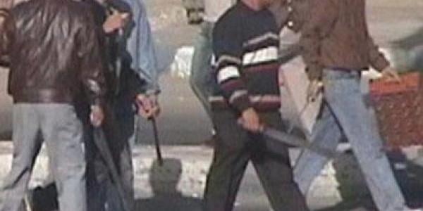 الجيزة : شبان يعتدون بالضرب على سبعيني في الجيزة ويشكلون عصابة اشرار لترويع الأهالي