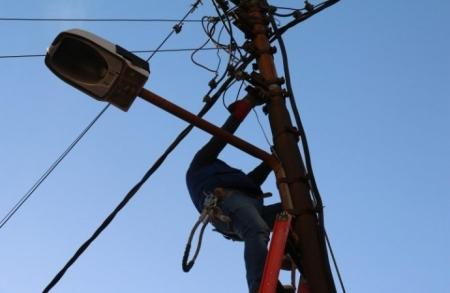 بالأسماء  ..  فصل التيار الكهربائي عن مناطق في المفرق الأربعاء