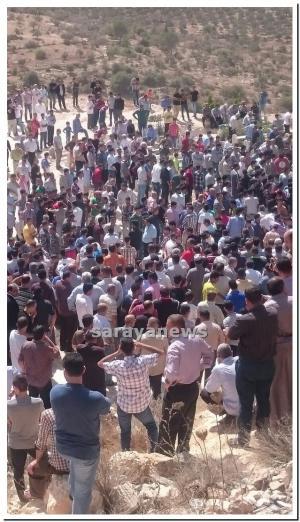 بالصور .. الآلاف يشيعون جثمان ٤ اطفال توفوا بحادث سير في وادي الجرون بالمزار الشمالي