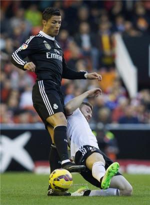 مدافع فالنسيا يهاجم كريستيانو رونالدو