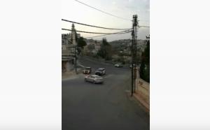 بالفيديو ..  مواطن يتفاجأ بموكب عسكري أثناء خرقه حظر التجول ويحاول الفرار