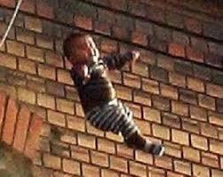 وفاة طفل اثر سقوطه عن الطابق الثاني في الطفيلة
