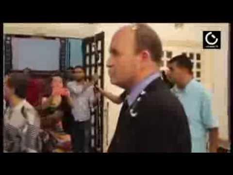 بالفيديو  ..  فنان تونسي يعتدي بالضرب على وزير الثقافة